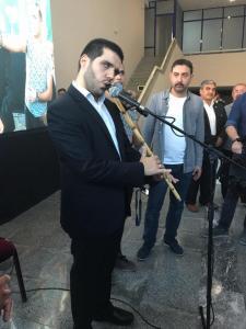 1. Mersin Uluslararası Engelsiz Sanat Festivali kapsamında KKTC'den gelen sanatçı Ömer Suay sahne aldı
