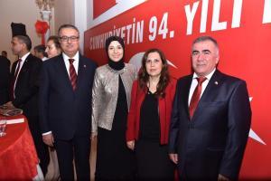 Cumhuriyet Resepsiyonuna Başkonsolos İnanıroğlu eşi ile birlikte katıldı