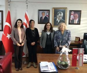 Taşucu'nun ünlü Ressamı Emine İlkutlu İzdar Başkonsolos İnanıroğlu'na ziyarette bulundu