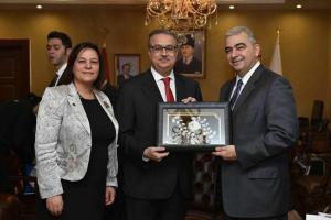 """KKTC Ankara Büyükelçisi Korkut """"1.Türk – Arap Ekonomi Zirvesi"""" ve """"Türk-Yemen İş Forumu""""na katılmak üzere Mersin'e geldi"""